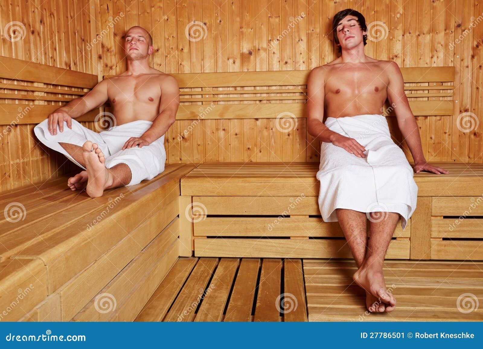 zwei m nner die in der sauna sich entspannen stockbild bild 27786501. Black Bedroom Furniture Sets. Home Design Ideas
