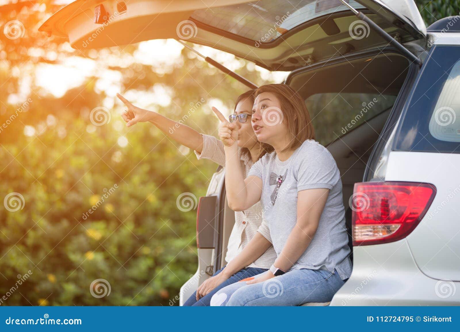 Lesben im auto