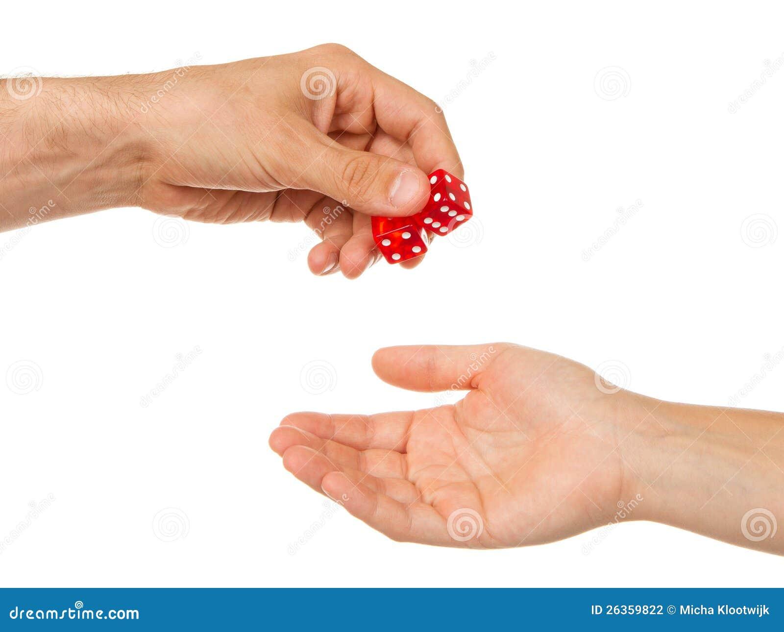 Zwei rote Würfel, die gegeben werden