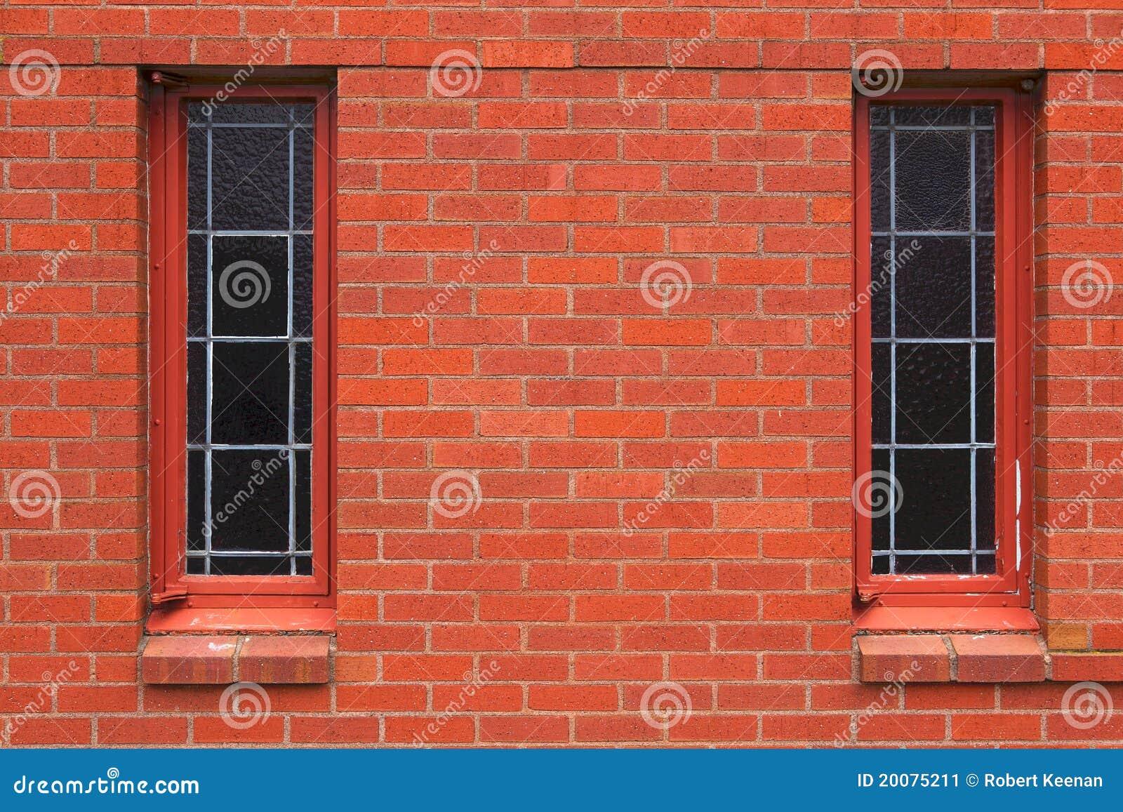 Zwei schmale fenster in der backsteinmauer stockbild - Schmale fenster ...