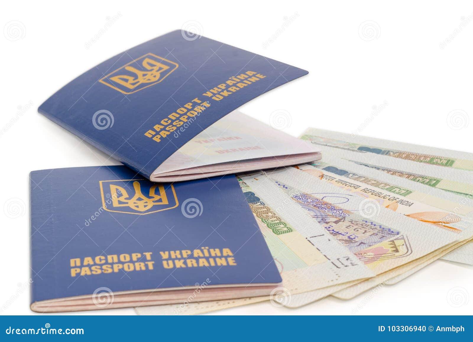 Zwei ukrainische Pässe auf der Reisevisumsnahaufnahme