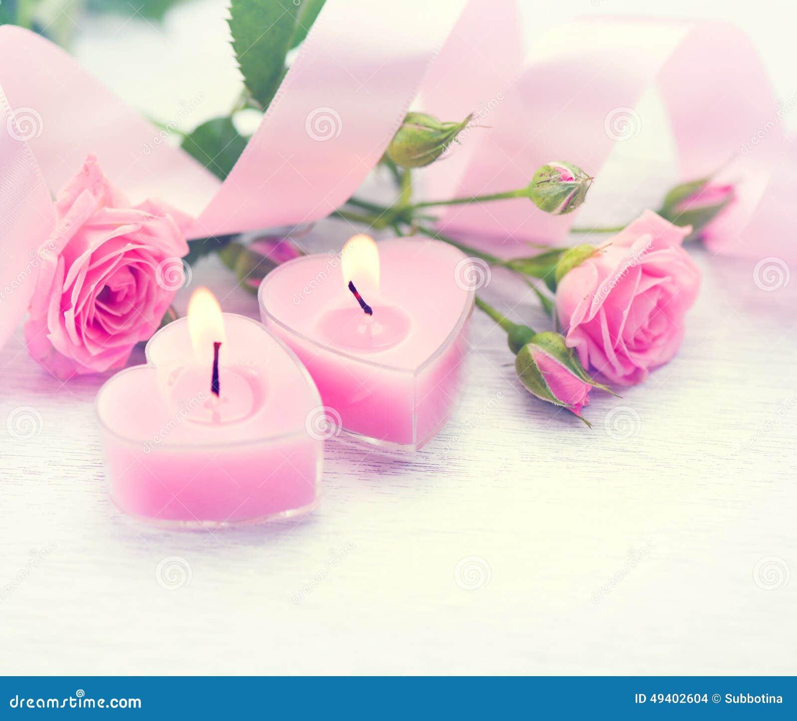 Download Zwei Verklemmte Innere Geformte Kerzen Und Rosen Des Rosa Herzens Stockfoto - Bild von kerzen, feiertag: 49402604