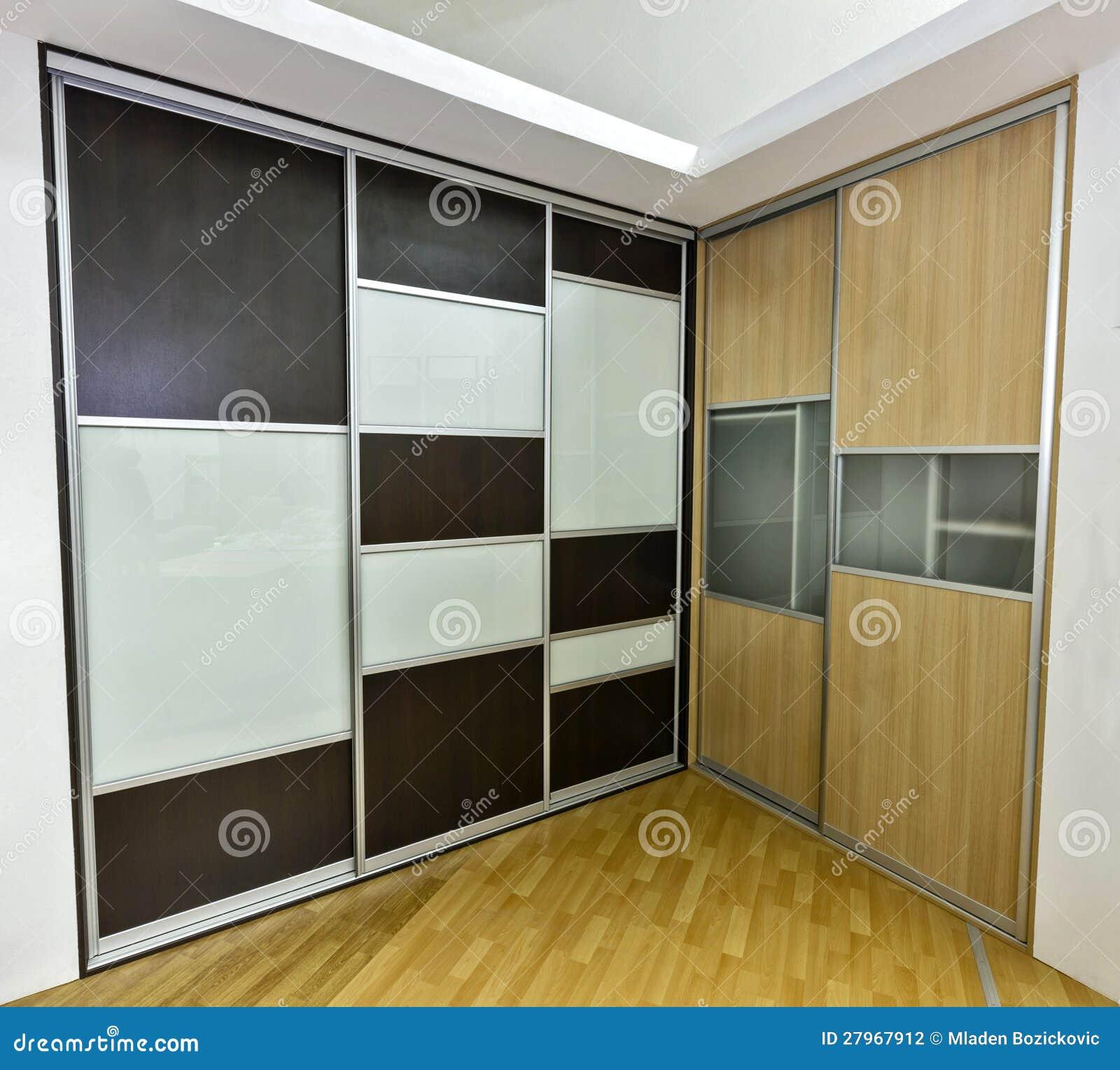 Zwei Wandschränke stockfoto. Bild von chipboard, haupt - 27967912