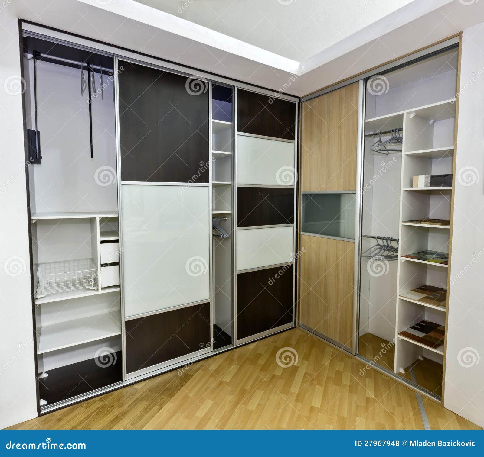 Zwei Wandschränke Mit Schiebetüren Stockfoto - Bild von verzieren ...