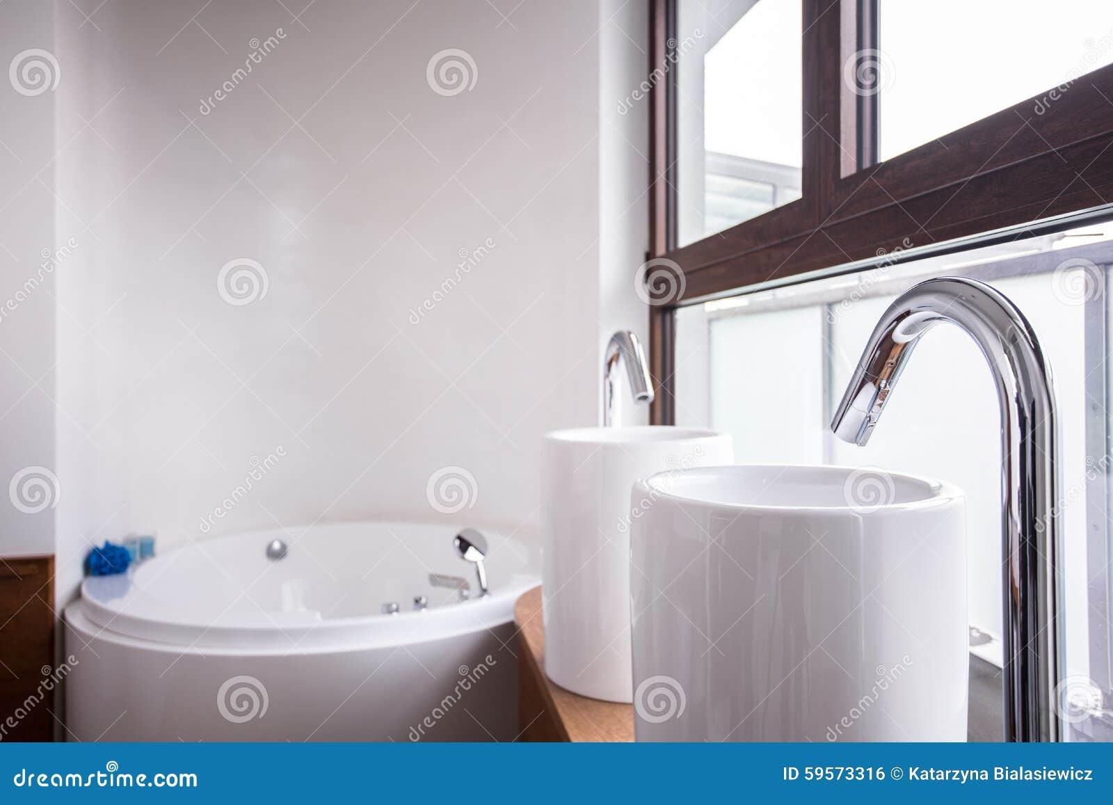 Zwei Waschbecken Und Bad Stockfoto Bild Von Zuhause 59573316