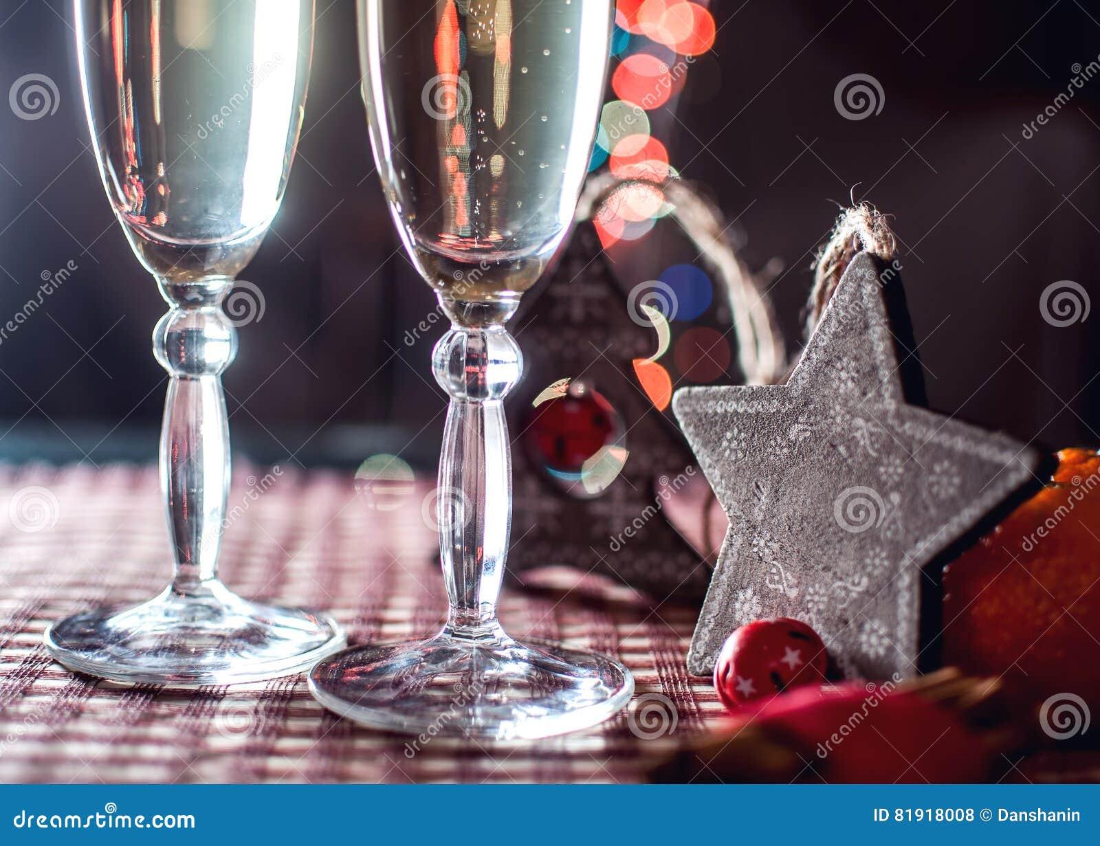 Zwei Weingläser Des Champagners Und Neues Jahr S Der Dekoration