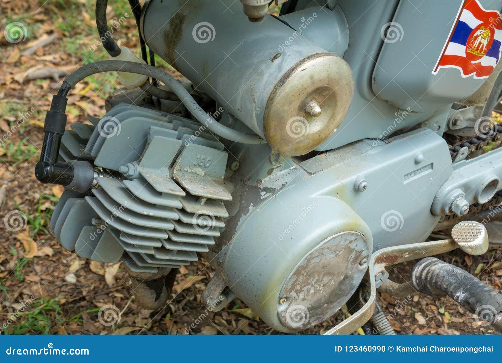 Zweitaktmotor circa mittleren von 1960 klassisch und von Weinlese Yamaha-Motorrad von Japan