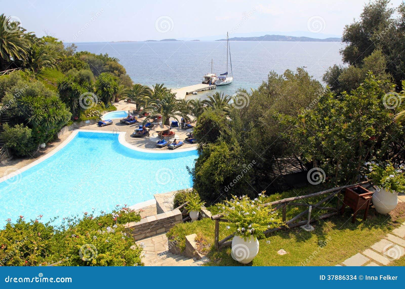 Zwembad bij de de zomer mediterrane toevlucht, Griekenland