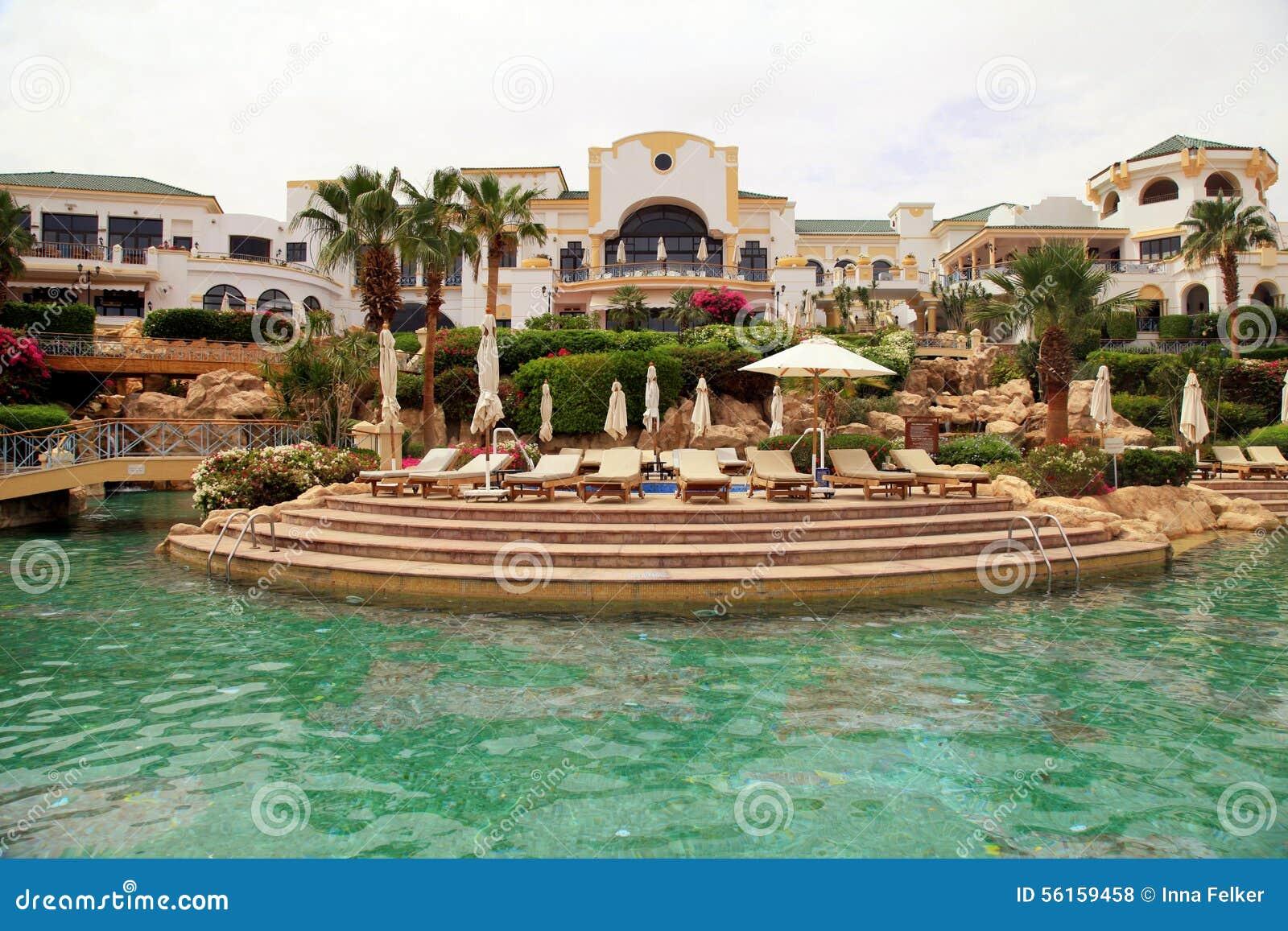 Zwembad en het tropische hotel van de luxetoevlucht, Sharm el Sheikh