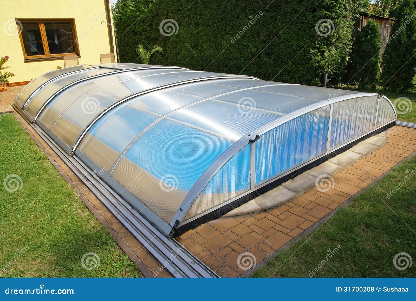 Zwembad tuin dak schuilplaats royalty vrije stock foto 39 s afbeelding 31700208 - Terras schuilplaats ...