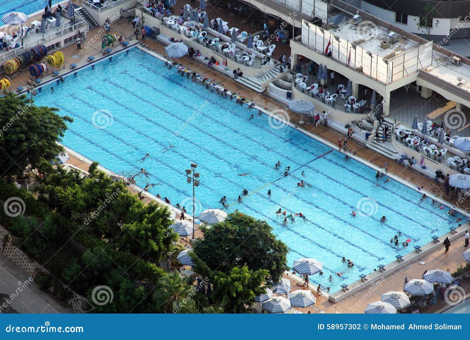Zwembad van de toren van ka ro redactionele fotografie afbeelding 58957302 - Zwembad toren in kiezelsteen ...