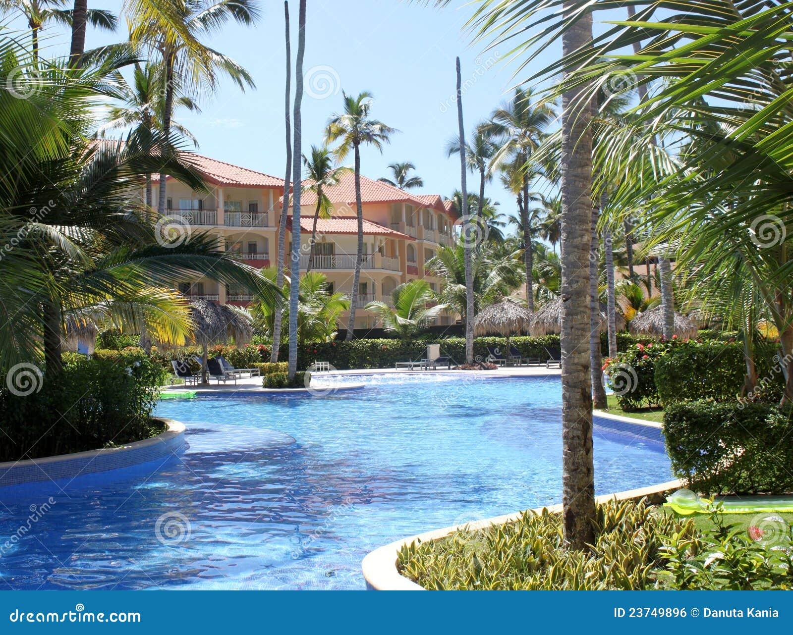Zwembaden in een tropische toevlucht stock foto for Zwembaden verkoop