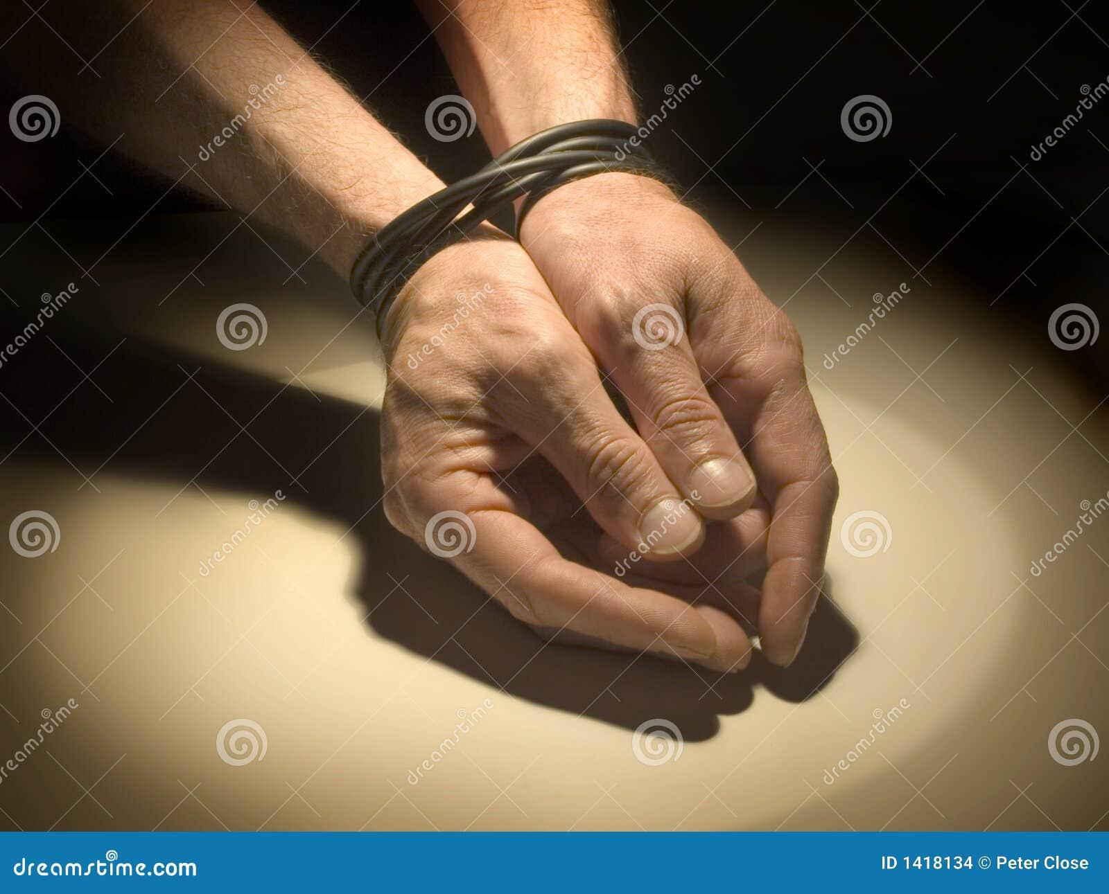Związane ręce