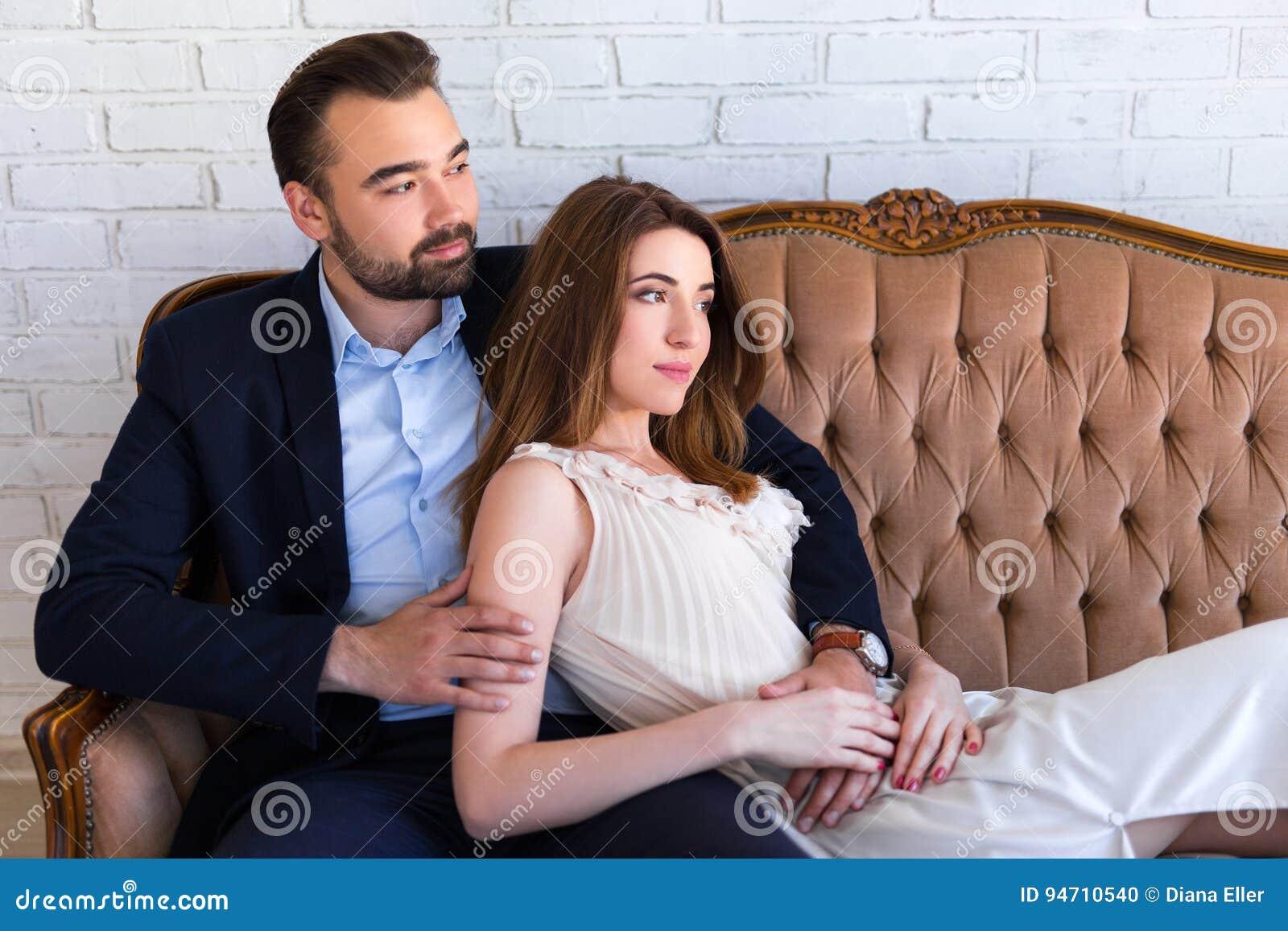 Związku pojęcie - portret szczęśliwy piękny pary sittin
