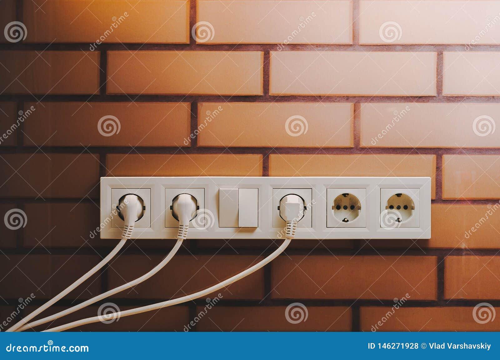 Zwi?zek elektryczni przyrz?da depeszuje nasadki dla budowy i projekta