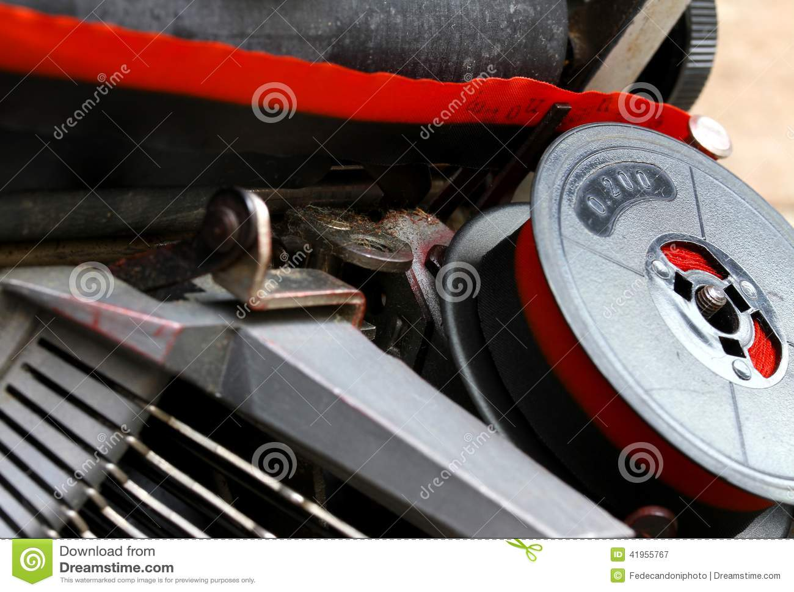 Zwitka czerwieni i czerni faborek stary maszyna do pisania