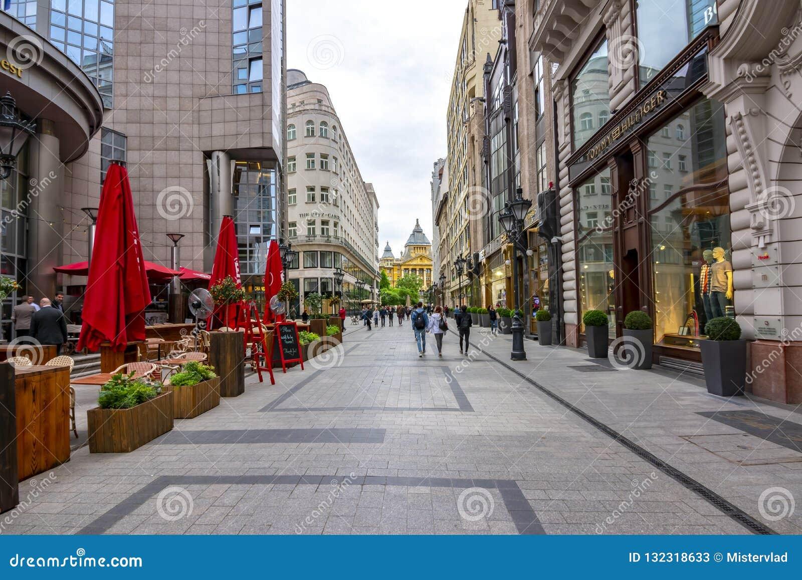 Zwyczajna ulica w centrum Budapest, Węgry