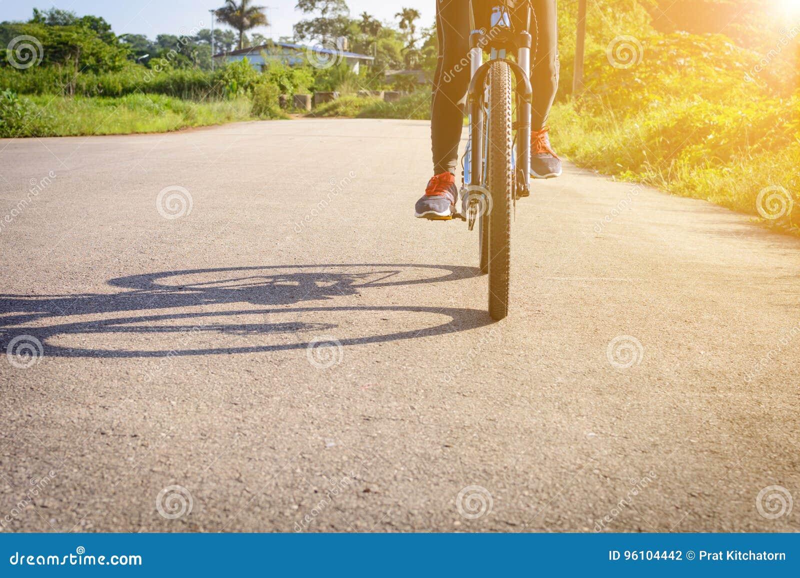 Zyklus auf der Straße morgens