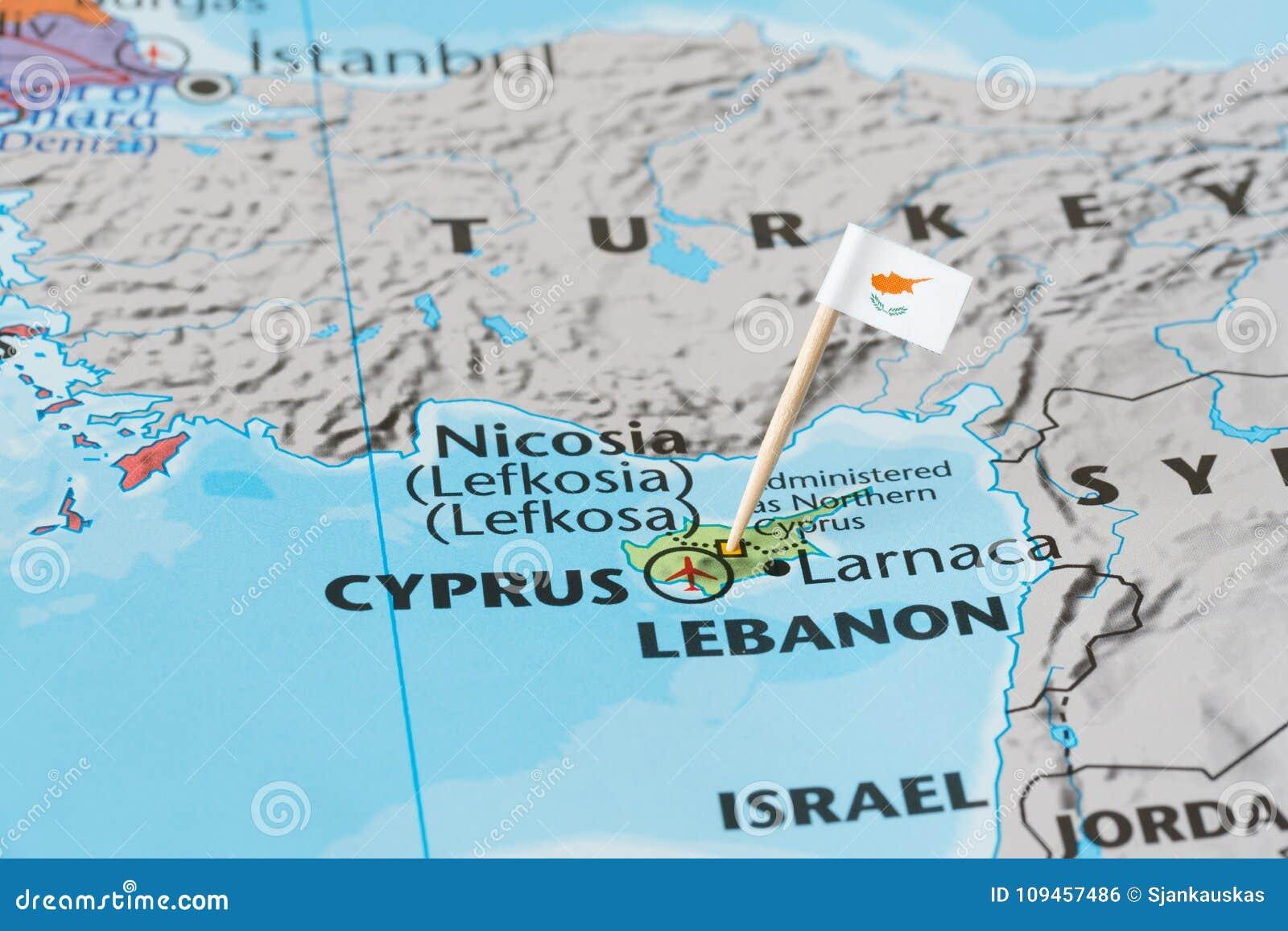 Zypern Karte Und Flaggenstift Stockfoto Bild Von International